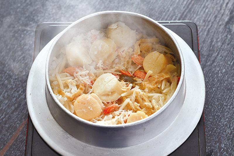 【2月限定】北海道産生ホタテとズワイガニの釜飯
