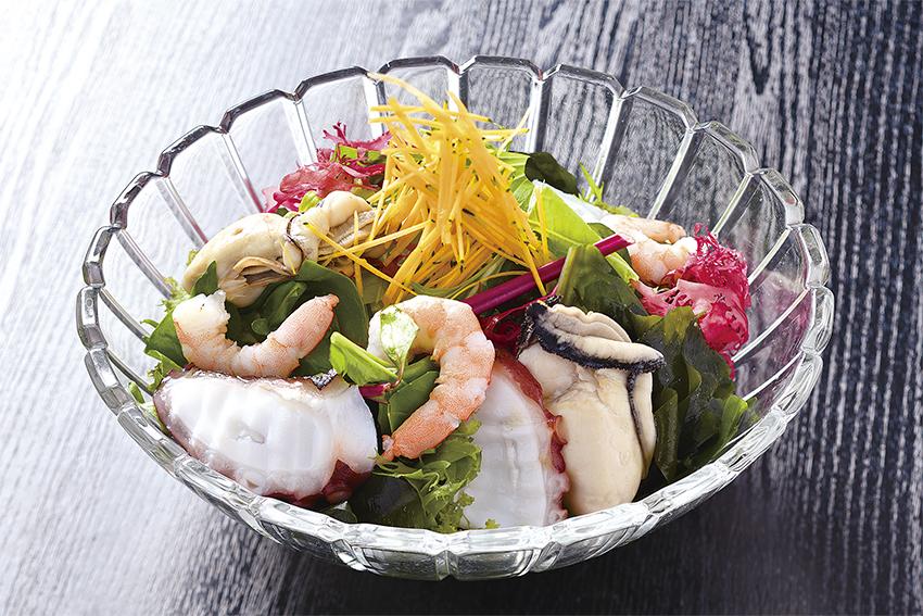 海の幸と海藻サラダ