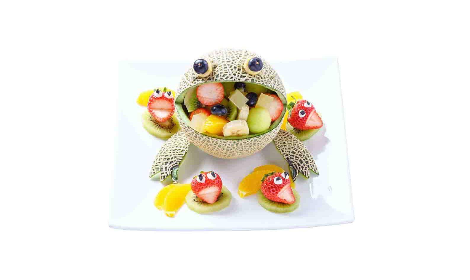 カエルのフルーツ盛り合わせ
